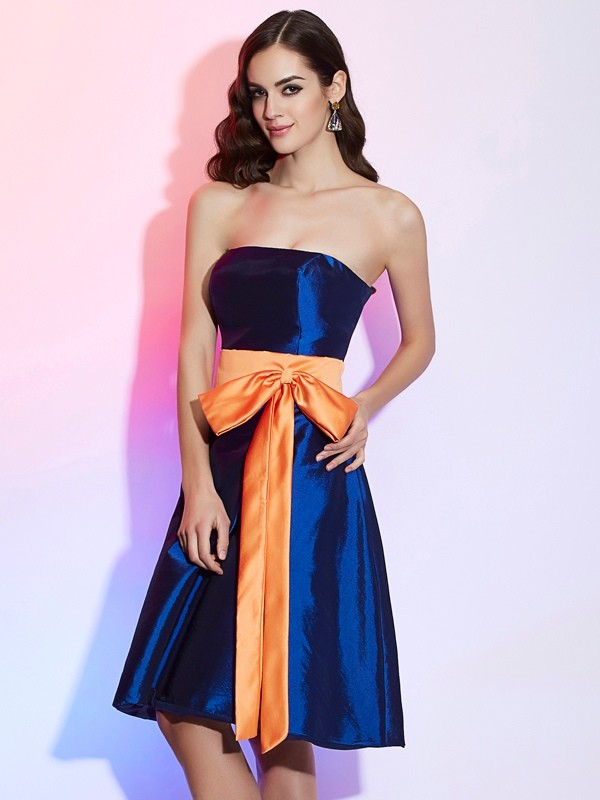 Elegant A-Line Strapless Sleeveless Short Taffeta Bridesmaid Dress