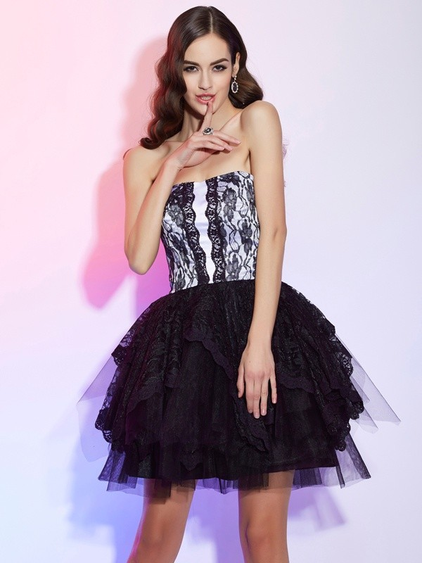 Chic A-Line Sweetheart Sleeveless Lace Short Lace Homecoming Dress