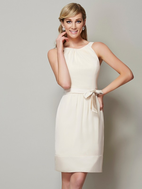 Stylish Sheath Scoop Sleeveless Short Chiffon Bridesmaid Dress