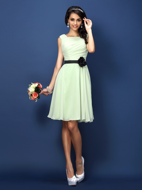 Exquisite A-Line Bateau Sleeveless Short Chiffon Bridesmaid Dress