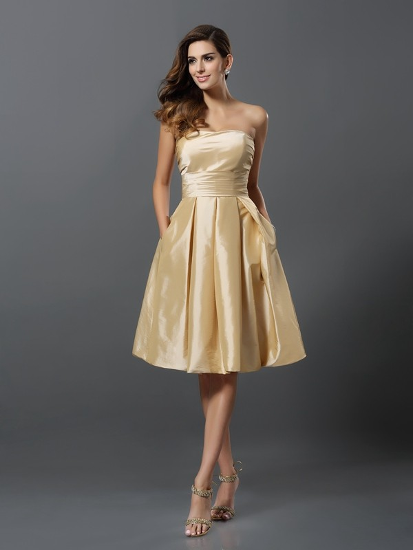 Charming A-Line Strapless Sleeveless Short Taffeta Bridesmaid Dress