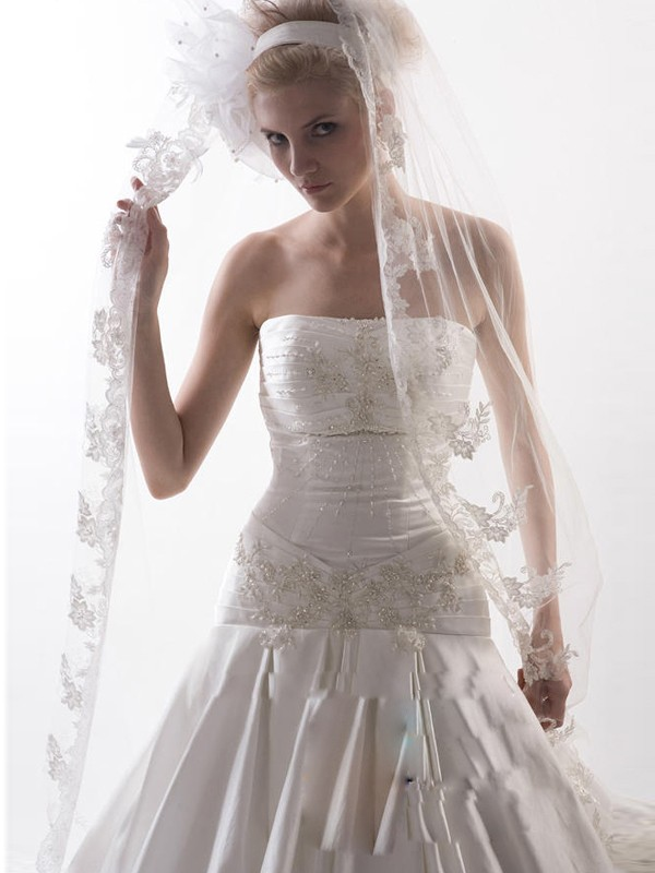 Gorgeous Flower Tulle Wedding Veil