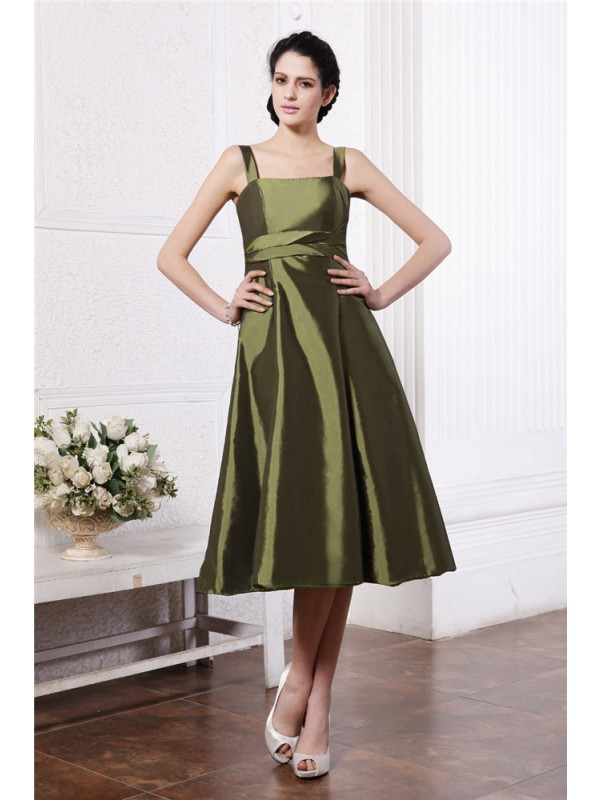 Gorgeous A-Line Square Sleeveless Short Taffeta Bridesmaid Dress