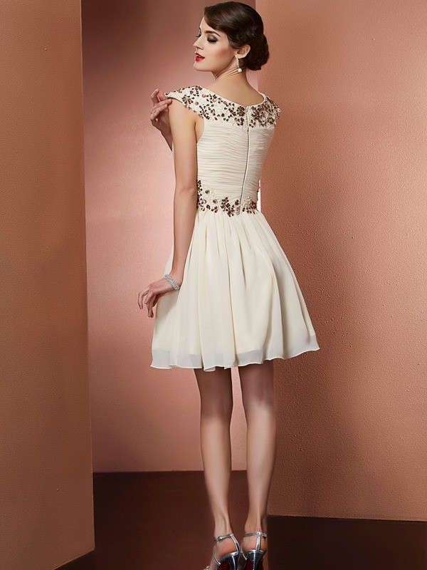 Stylish A-Line Scoop Sleeveless Short Chiffon Bridesmaid Dress