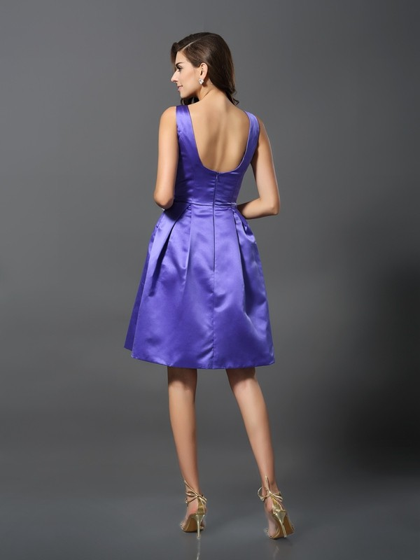 Charming A-Line Scoop Sleeveless Short Satin Bridesmaid Dress