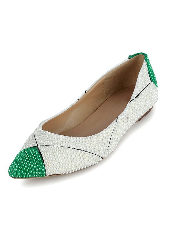 Beautiful Women Flat Heel Patent Leather Closed Toe Pearl Flat Shoes